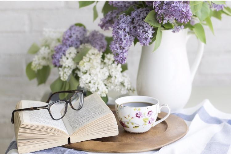 花と本と眼鏡
