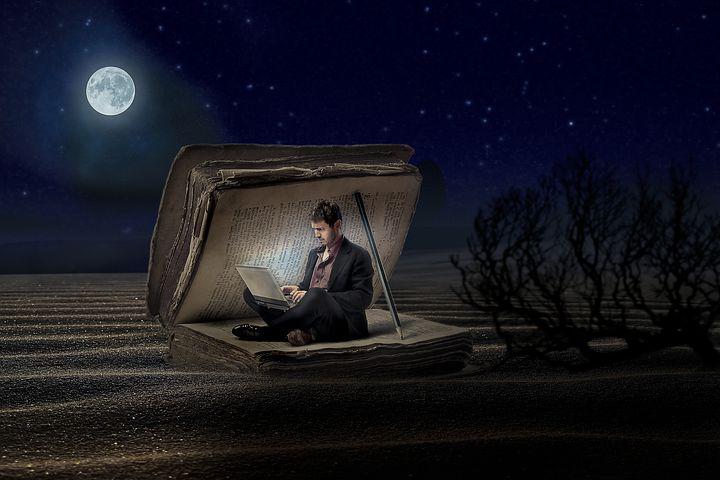 砂漠でパソコンする人