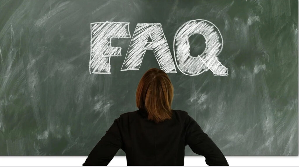 FAQと書かれた黒板