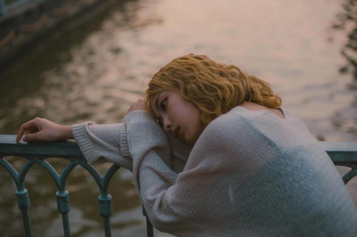 疲れ切っている女性